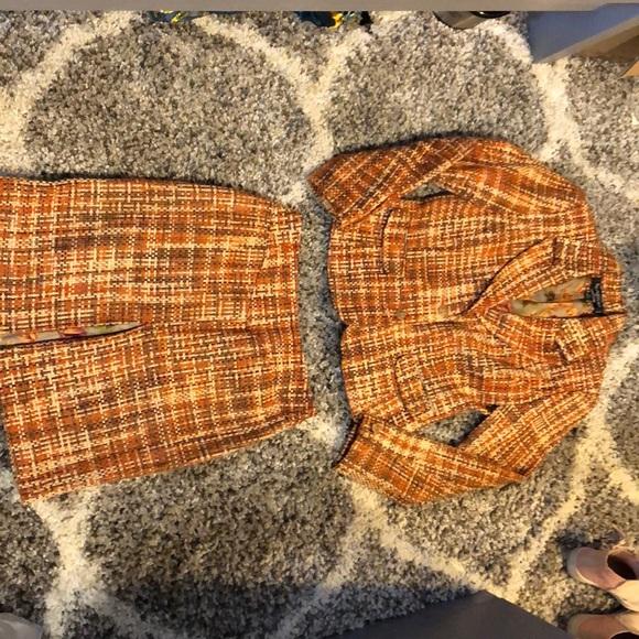 Larry Levine Dresses & Skirts - Petite skirt suit set